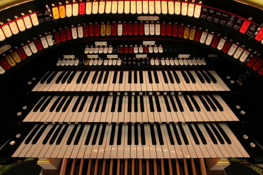 theatre organ console